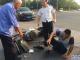 响水女司机与外卖小哥发生碰撞,伤者老父亲到现场一言未发!