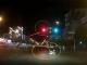 多危险哦!大响水街头电动车忽然闯红灯!差点酿成连环车祸!