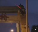 离死亡还有多远!响水双园桥上的这名男子你要干什么?